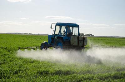 Pesticide-spraying-creative-commons