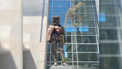 Raleigh-Statue-Hemp-1400.jpg