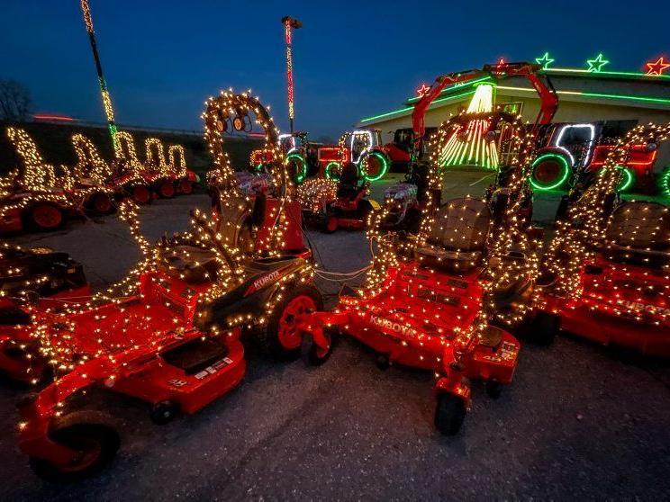 Messick Christmas Lights 2021 A Peek Behind The Messick S Tractor Choir Light Show Main Edition Lancasterfarming Com