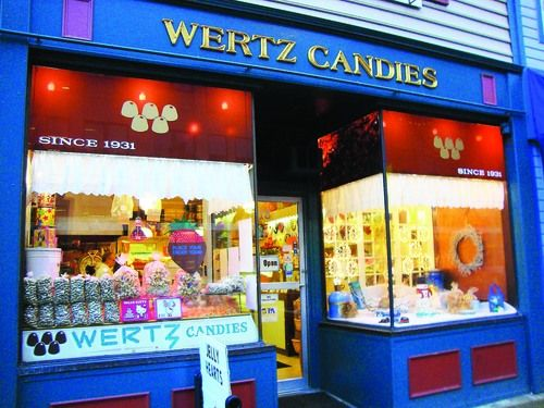 Old-Style Candy Shop Fulfills Sweet Niche