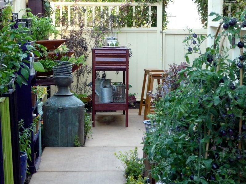 LF20210313-garden2 spirits0.jpg