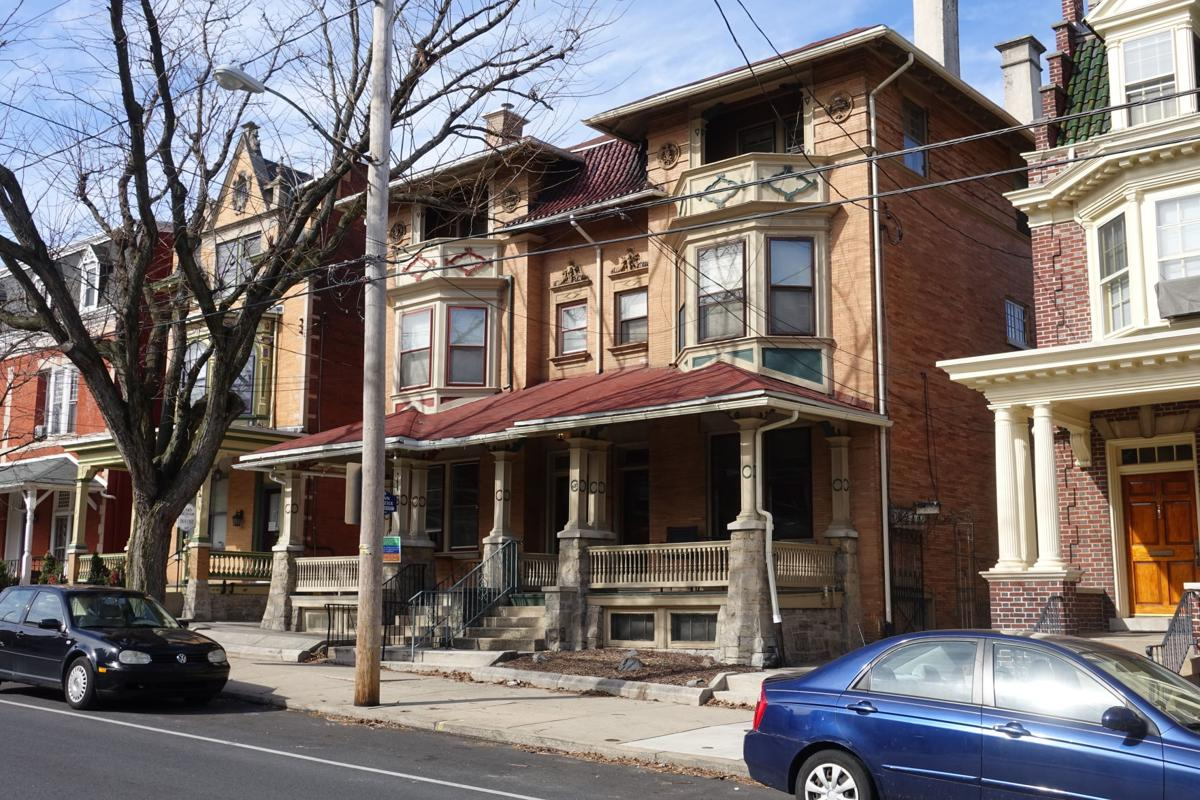 Pair of Homes 1898 623 W Chestnut St Italian Renaissance.JPG