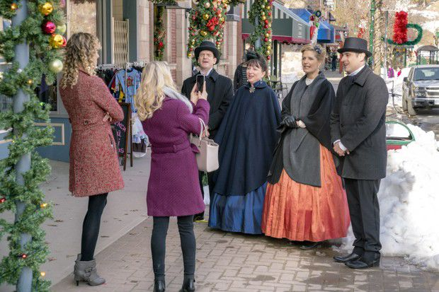 Here's the schedule for the 21 Hallmark Channel 'Countdown to ...