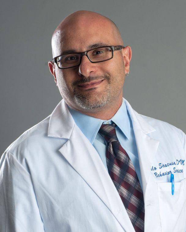 Dr. Carlos Siracusa