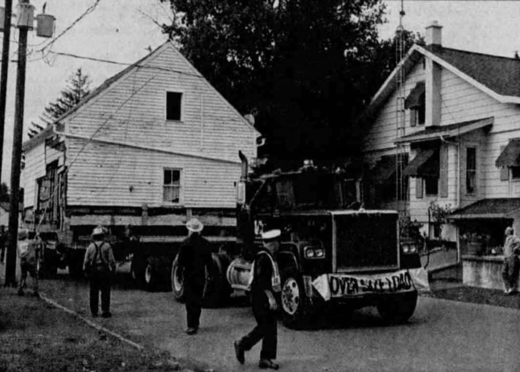 Keith House moving, 1995