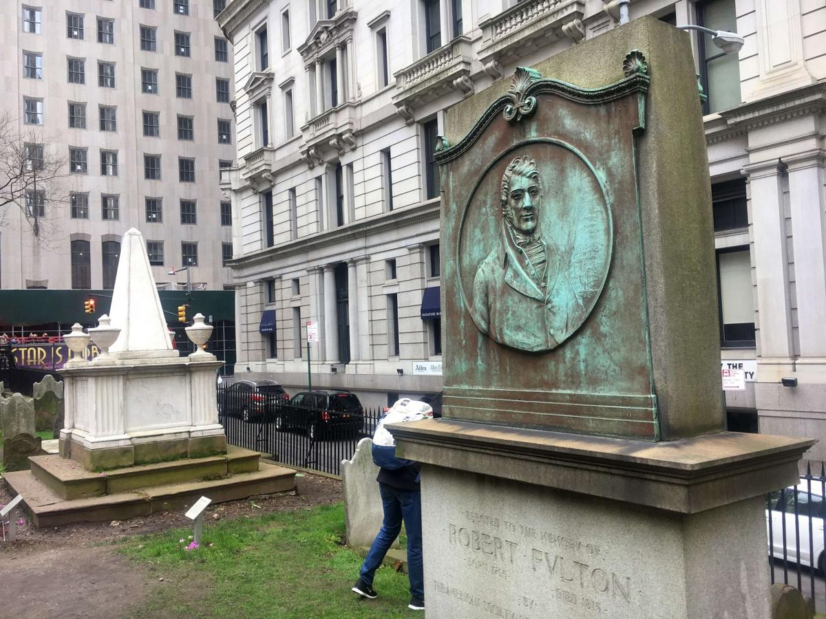 Alexander Hamilton and Robert Fulton graves