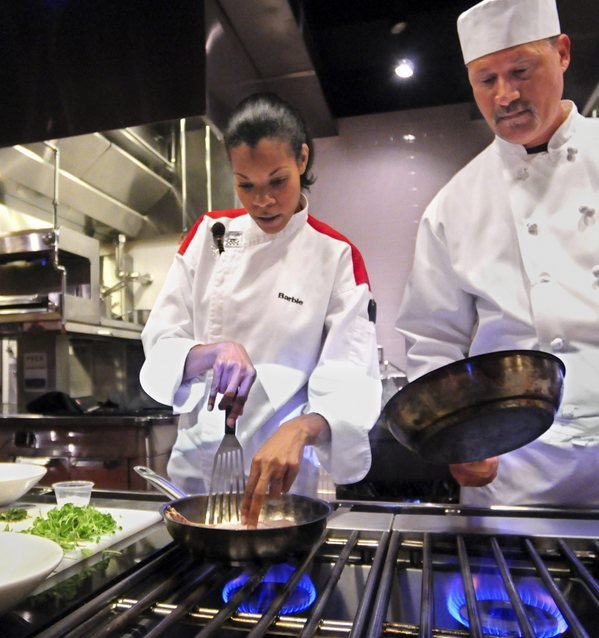 'Hell's Kitchen' Contestant Talks Food With YTI Students