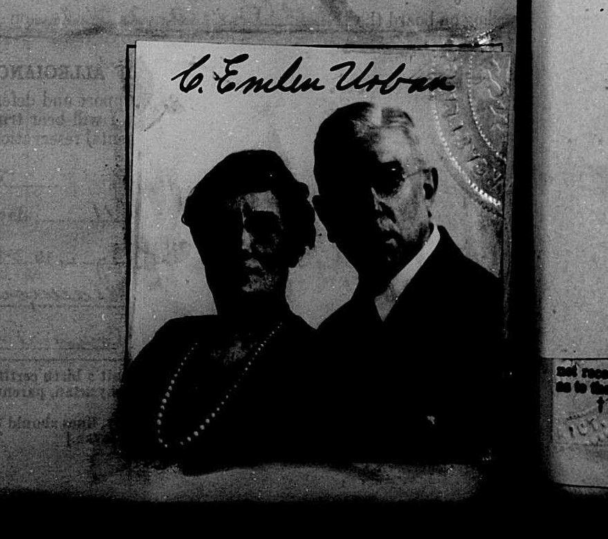 Urban, CEU and Jennie.- US passport pages 2-3 1923 .jpg