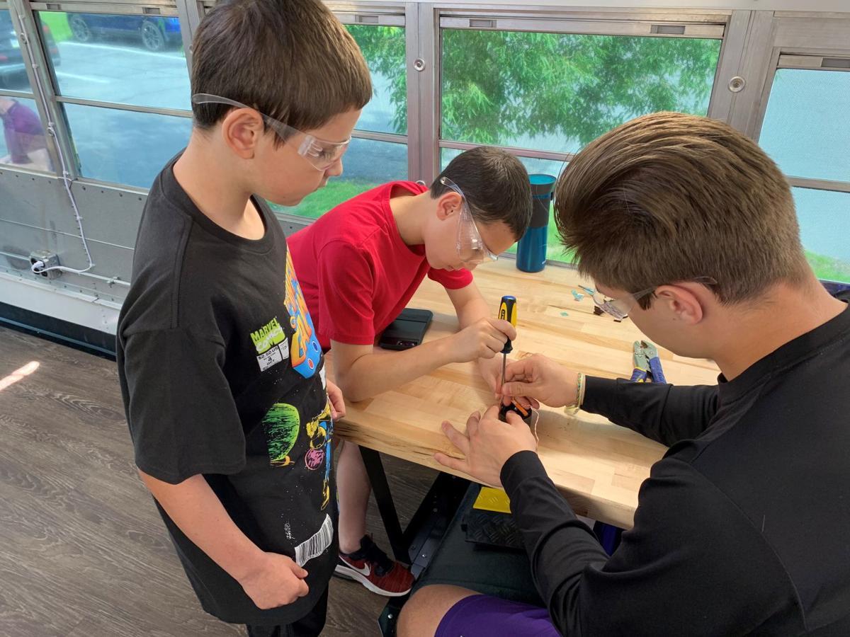 Students on MakerBus