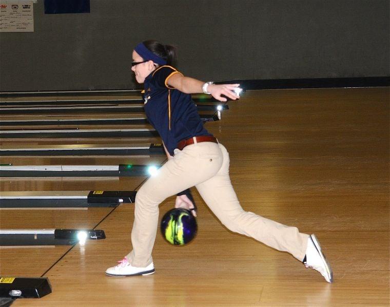 Penn Manor bowling - Julie Bianco