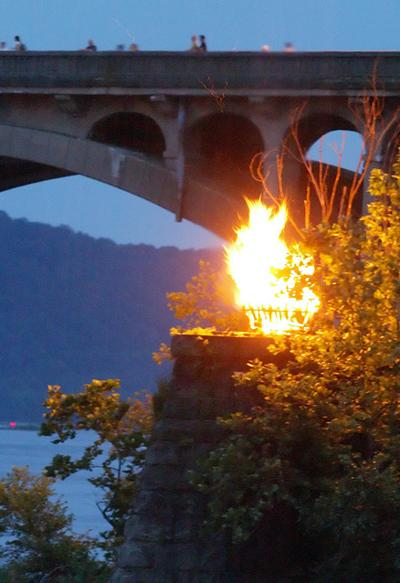 Burning the bridge and changing the course of history
