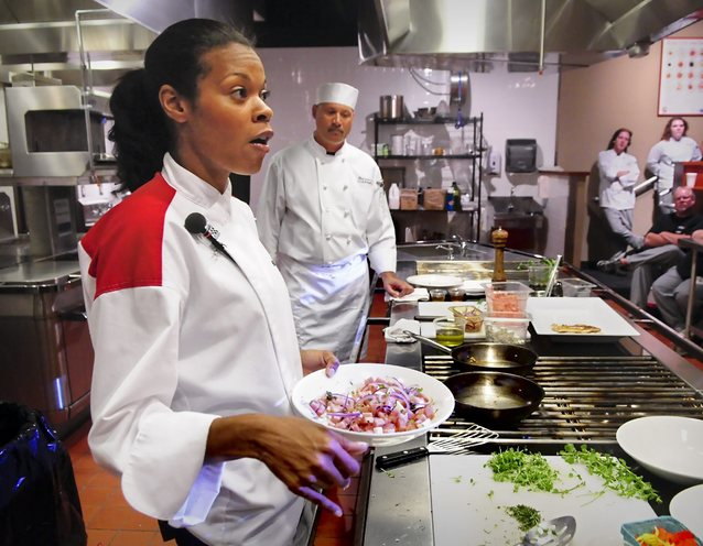 39 hell 39 s kitchen 39 contestant talks food with yti students for Hell s kitchen restaurant la