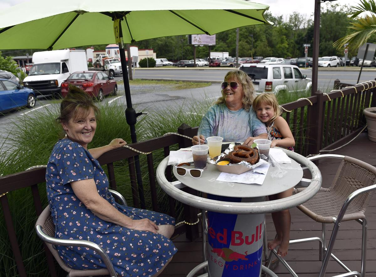 Outdoor Dining at The Deck in Ephrata