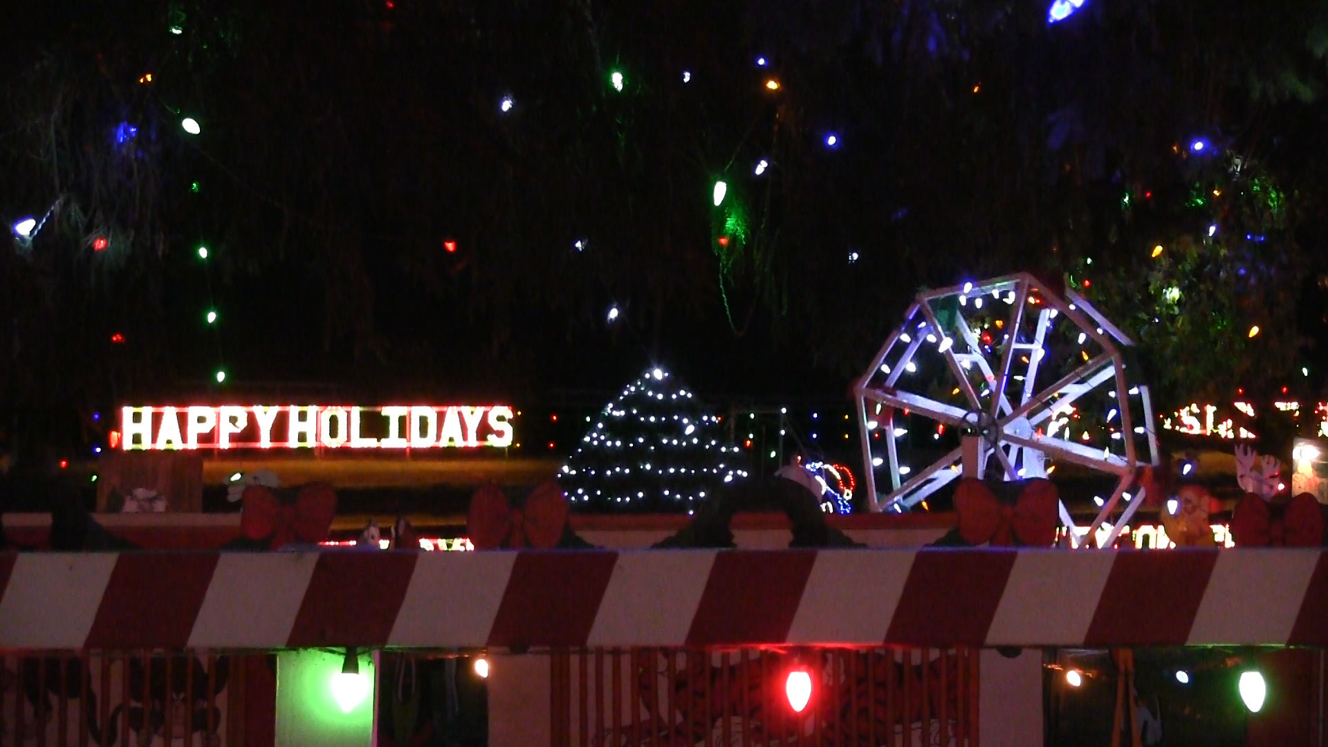 With 1 million lights, Koziar's Christmas Village in Berks County ...