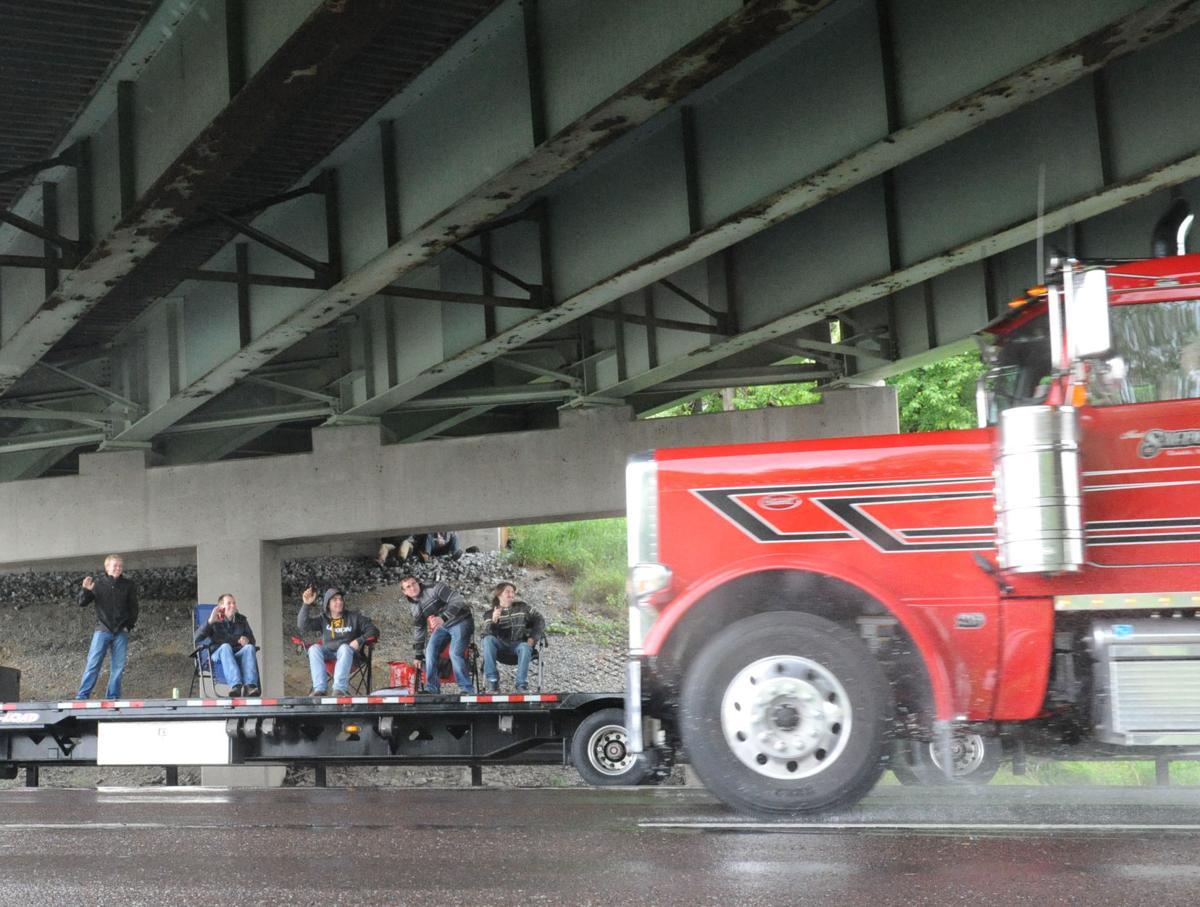Truck_Convoy_001.jpg