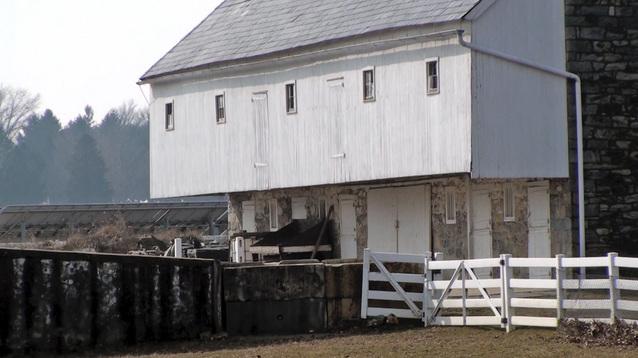 New tour takes aim at 'Amish Mafia' claims
