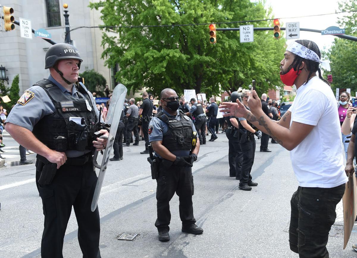 PoliceProtest017.jpg