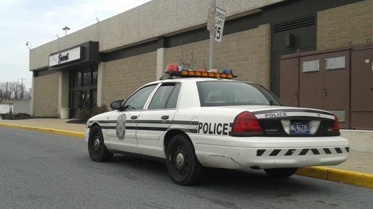 Patrol car outside Boscov's