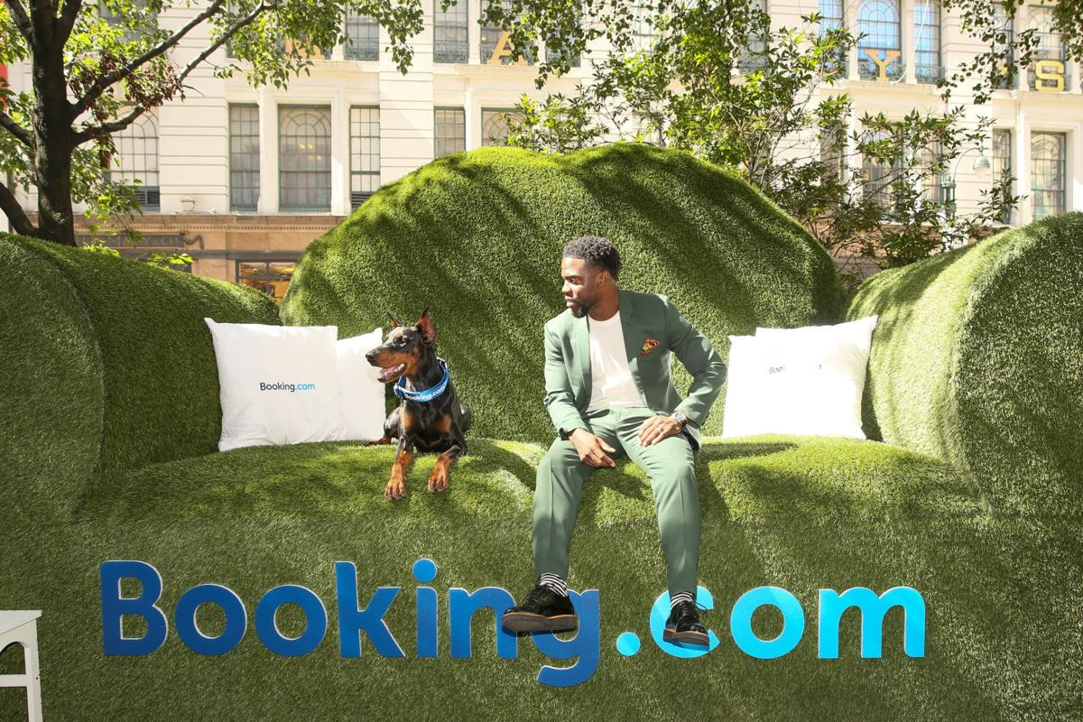 Kevin Hart at the Booking.com Tiny House with Big Personality (4).jpg