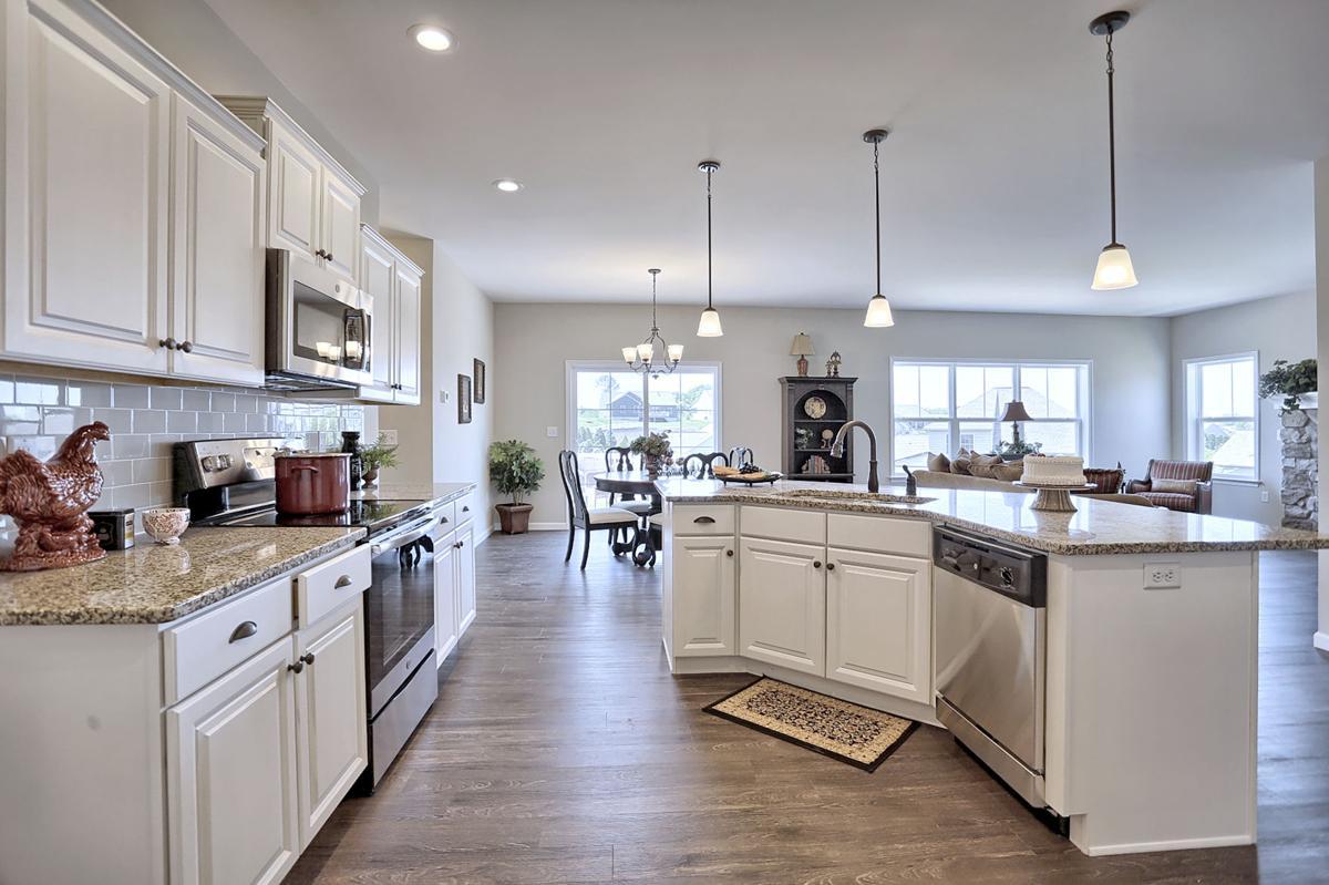 RE-StonecroftVillage-Bennett Kitchen .jpg