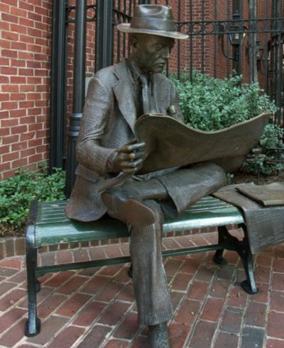 Steinman Park sculpture of newspaper reader