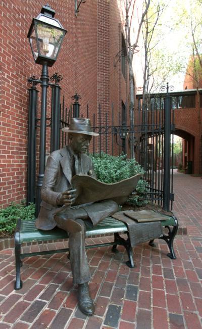 Steinman Park sculpture of newspaper reader