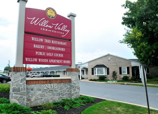 Owner plans to raze willow valley inn news for Country living inn lancaster