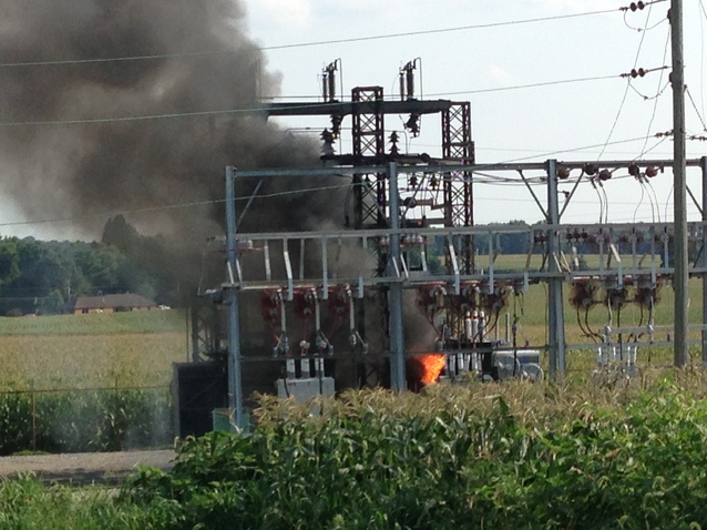 Transformer Explosion Cuts Power To 6 020 In Warwick