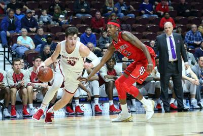 COLLEGE BASKETBALL: DEC 20 Hall Of Fame Holiday Showcase - St Joseph's at St John's