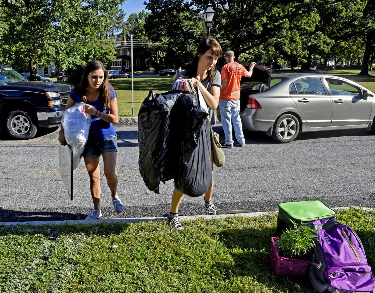 Elizabethtown College Freshmen Moving In | Local News