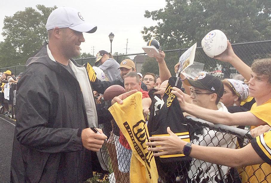 Steelers' Roethlisberger signs Terrible Towel for fan