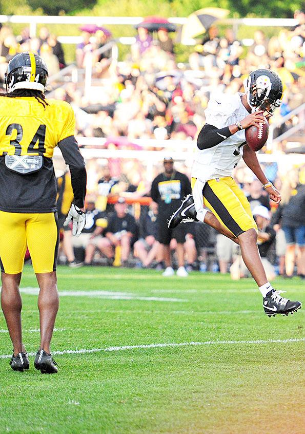 Steelers' Dobbs scores in 'seven shots' drill