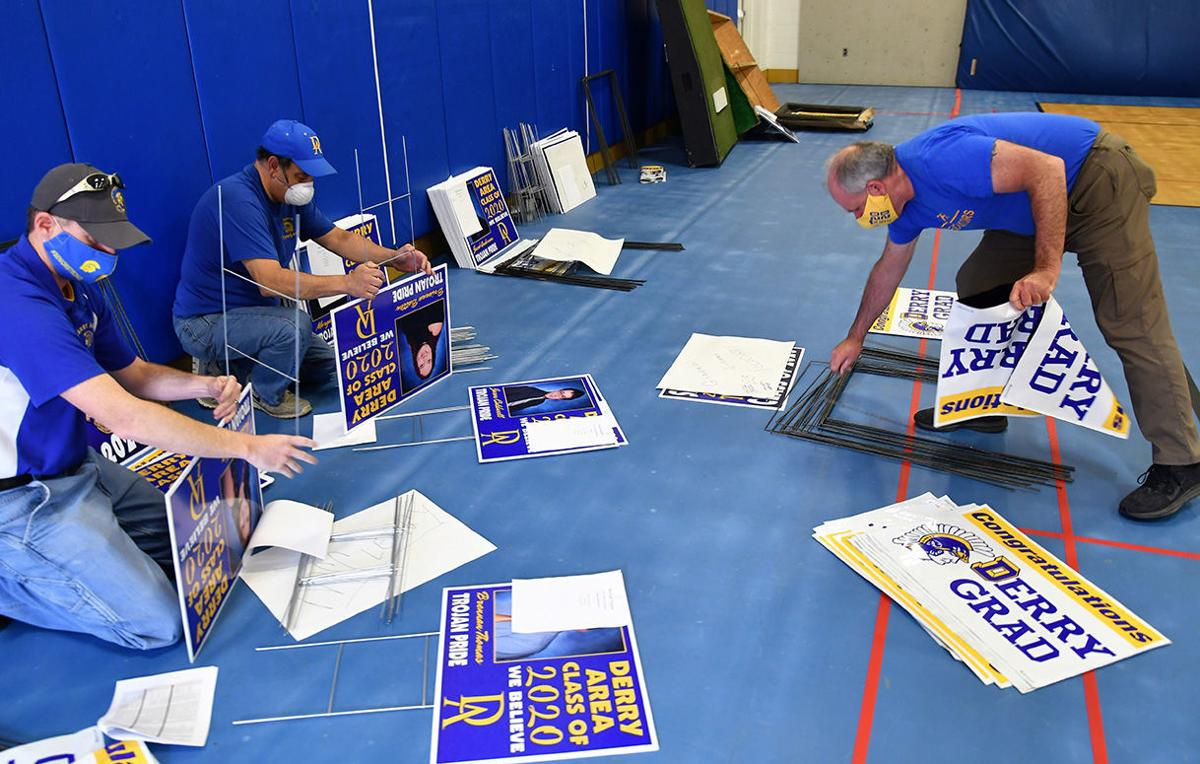 DAHS staff sends off 2020 seniors with signs