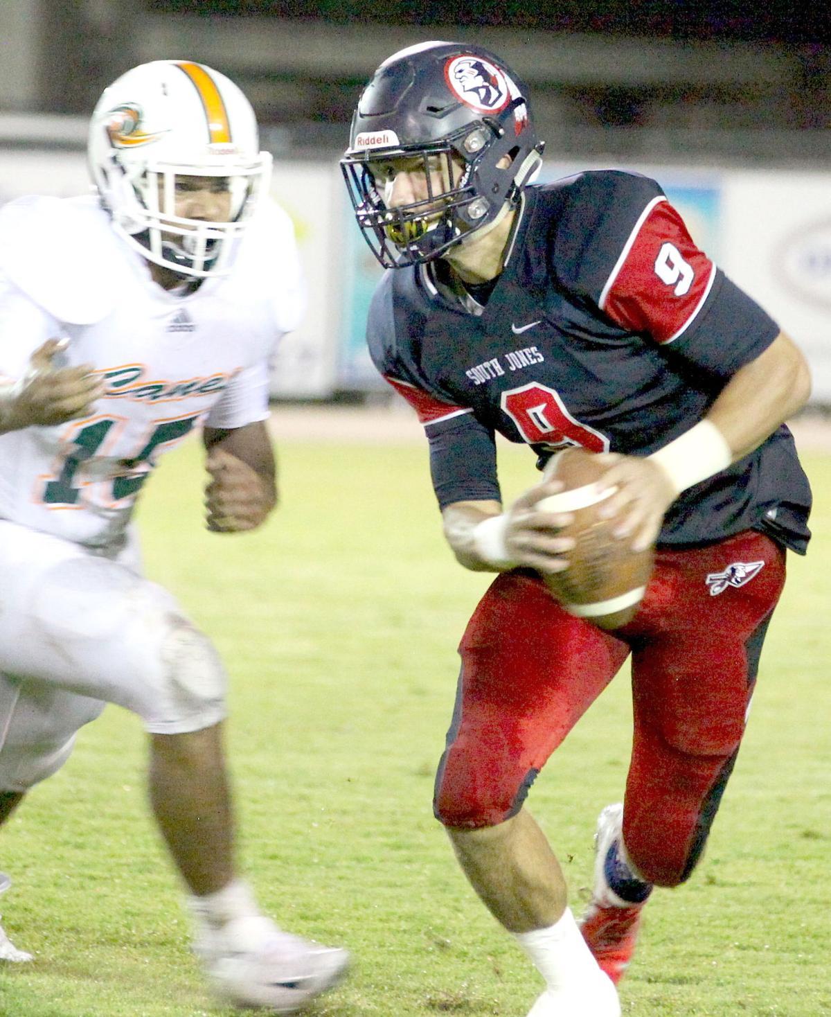 quarterback John Mitchell. (Photos by Mark Thornton)