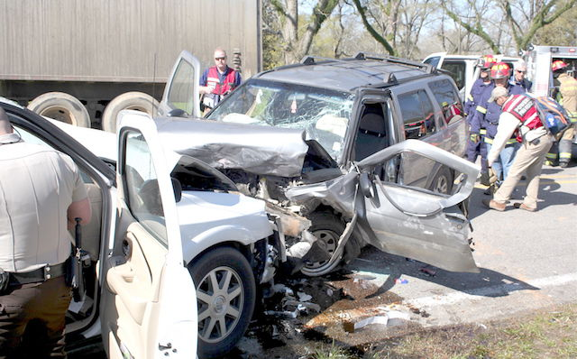 Calhoun woman killed in head-on collision