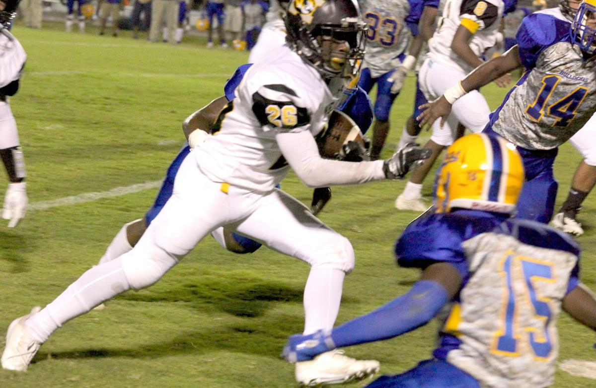 NEJ's Jazaylon Morris hits his stride between a pair of Bay Springs defenders. (Photo by Mark Thornton)
