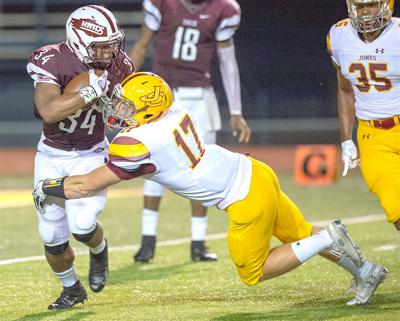 Charlie Marlowe (17) makes a tackle for Jones last week vs. Hinds. (Photo by jucoweekly.org)