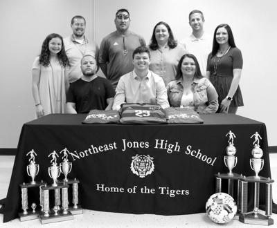 Malachi Harrison signs with JCJC