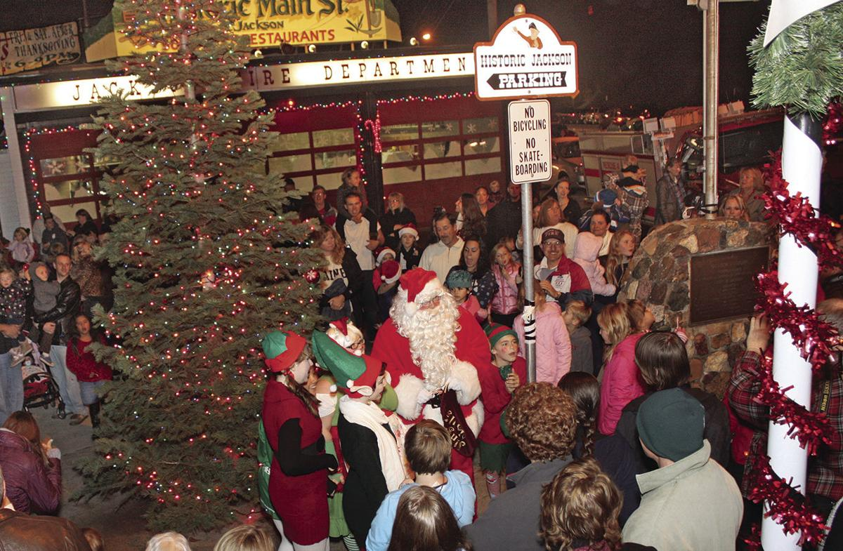 """Music And Old Fashioned Street Entertainment Light Up """"Christmas ..."""