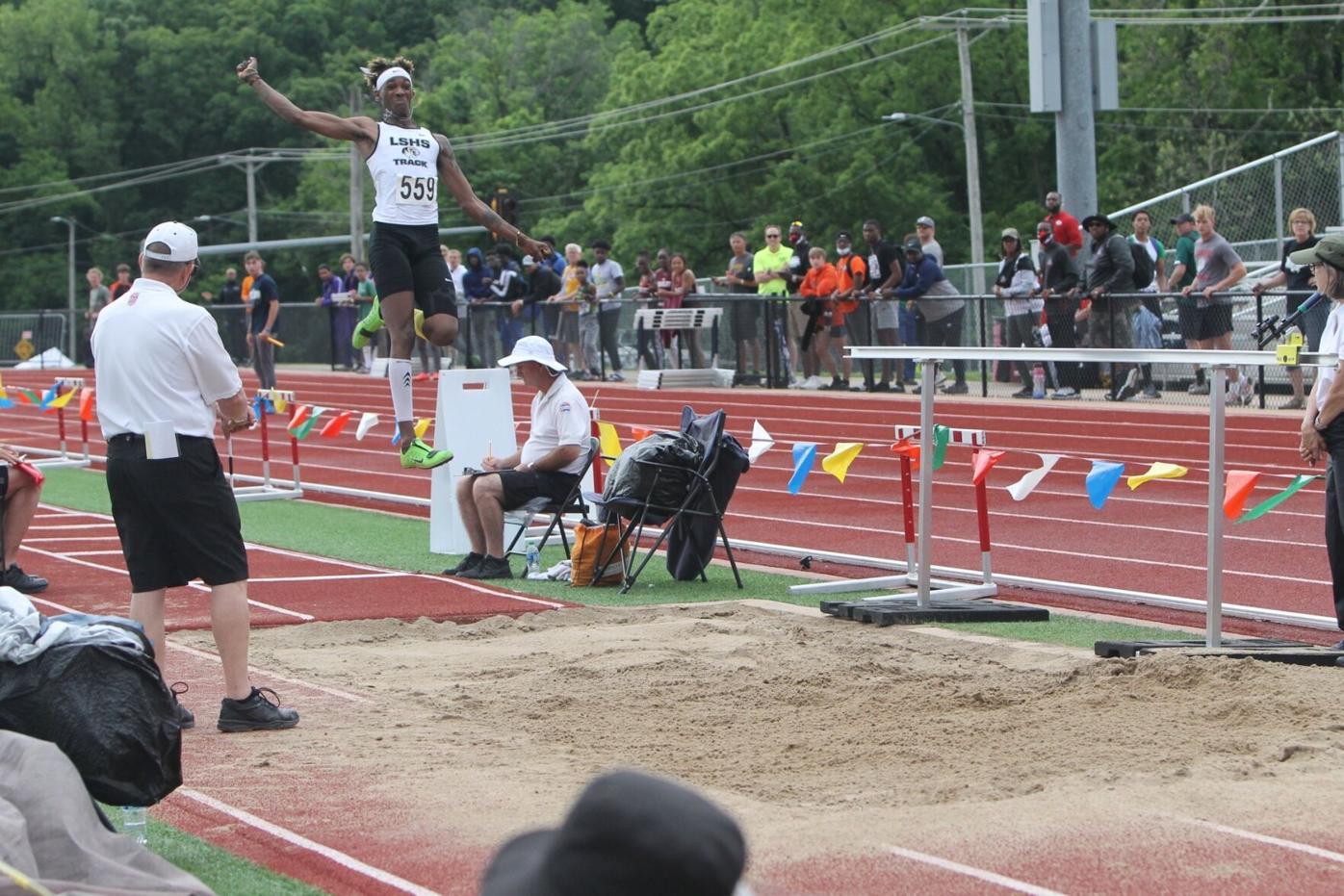Johnny Brackins Jr. jump