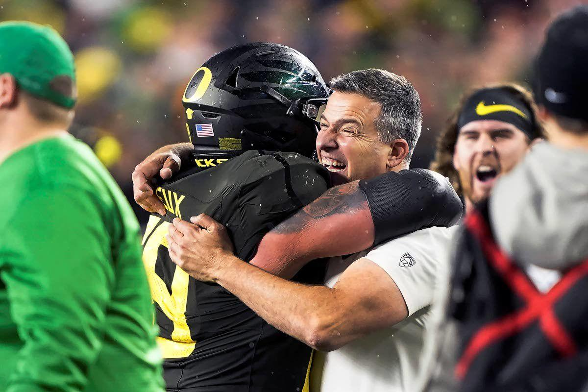Oregon's Cristobal wins Associated Press Pac-12 coach honors
