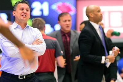 Law enforcement officer reaches out to WSU hoops program