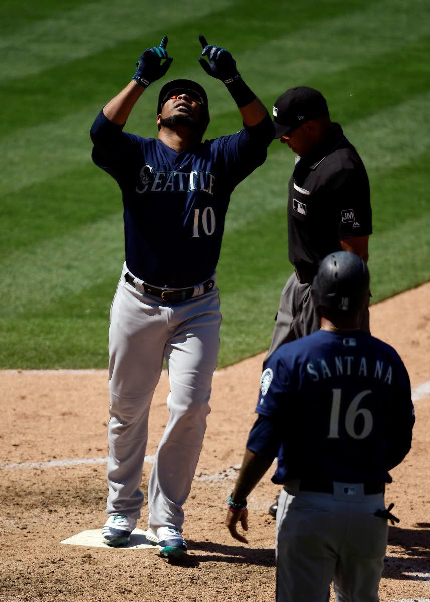 Encarnación hits homer No. 400, Mariners blast Angels