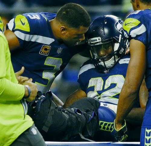 Seahawks' Chris Carson suffers significant ankle injury