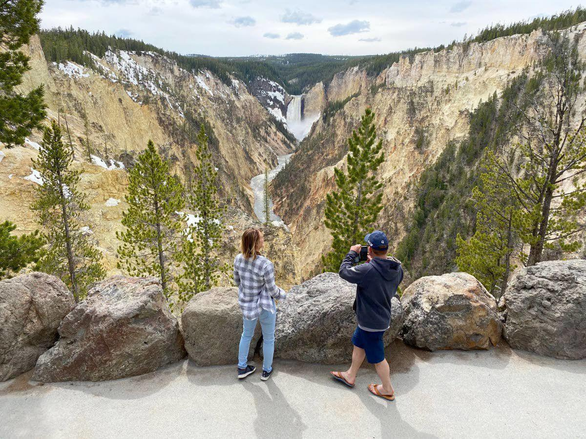 Yellowstone reopens its entry to natural spectacle