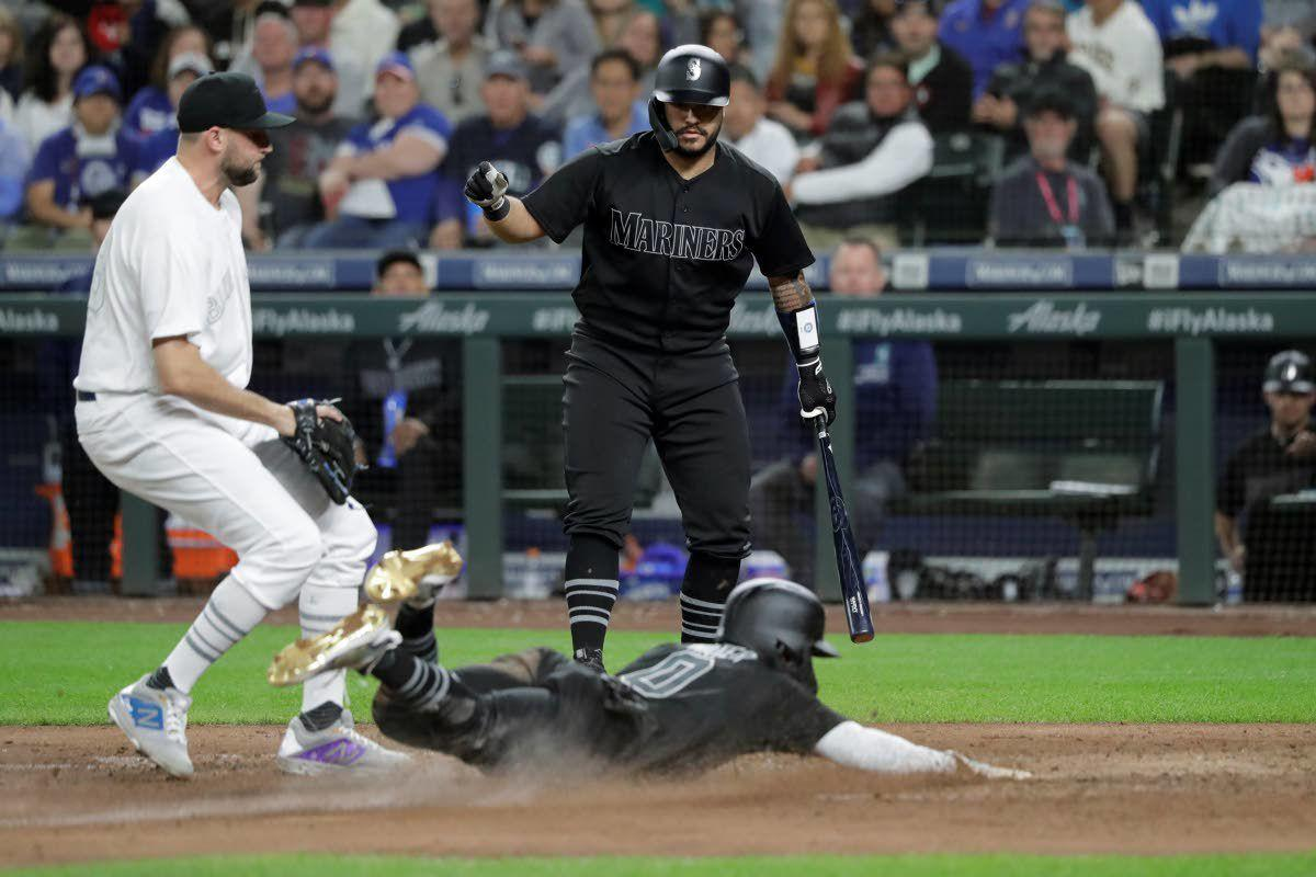 HRs help Mariners roll past Blue Jays