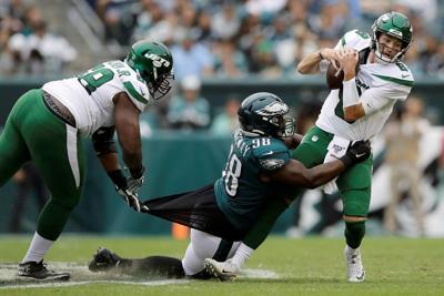 Falk-led Jets overwhelmed by Eagles