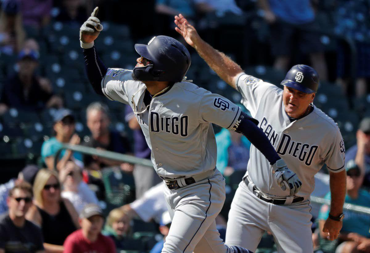 Mariners snap five-game skid, edge Padres