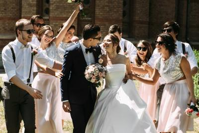 Do you want to be a good wedding guest?