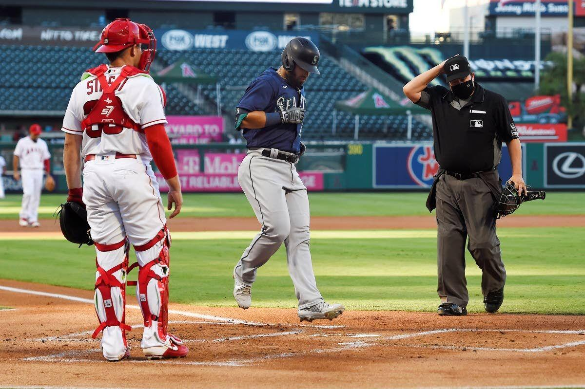 Marmolejos' first homer powers Mariners
